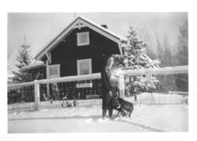 Florence Billeter with a dog in front of the Billeter farm … (descriptions1715)
