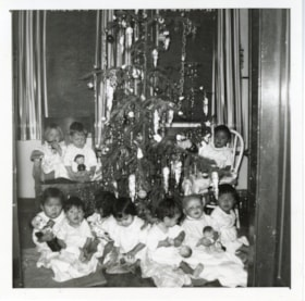 Bulkley Valley District Hospital Christmas, children in fro… (descriptions6316)