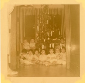 Bulkley Valley District Hospital Christmas, children in fro… (descriptions6319)