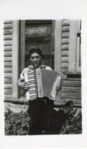 Tetsuo (Ben) Aida with accordion (descriptions7989)