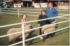 4H kids and woman with sheep at Fall Fair (descriptions9175)