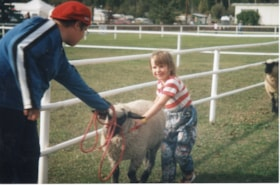 4H woman and child leading sheep at Fall Fair (descriptions9177)