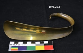Gold-coloured Shoehorn (artifacts74)