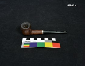 Pipe and Holder (artifacts389)