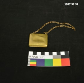Child's Metal Purse (artifacts3207)