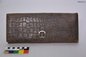 Handkerchief and Soft Collar Holder (artifacts992)