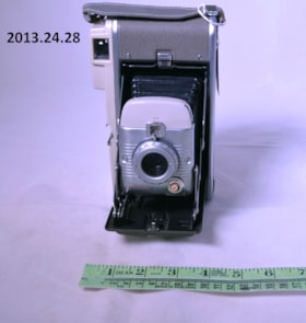 Polaroid Model 80A Land Camera (artifacts3050)