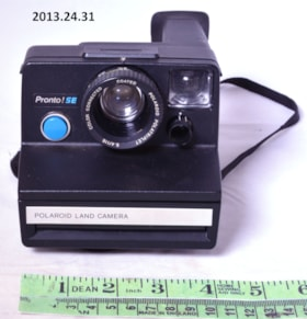Pronto SE Polaroid Land Camera (artifacts3053)