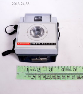Kodak Brownie Fiesta R4 Camera (artifacts3060)