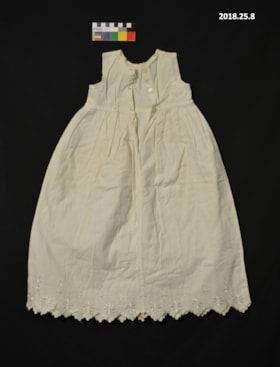 Baby dress (artifacts4032)